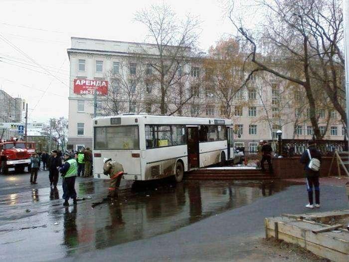 Крупнейшая автомобильная авария в Перми (27 фото)