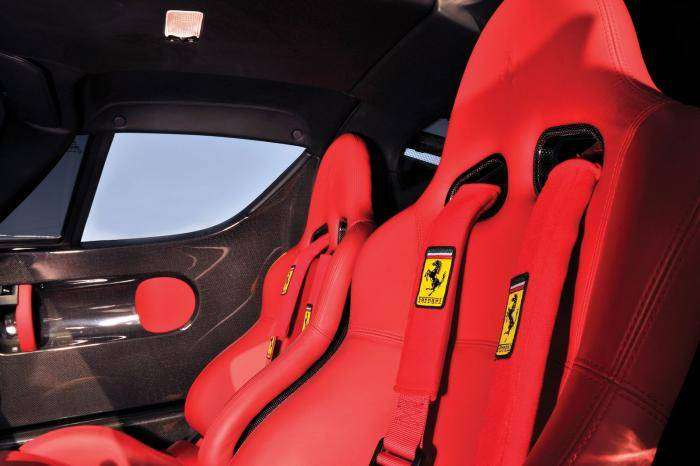 Разбитую Ferrari Enzo восстановили и хотят продать за 2 миллиона долларов (15 фото)