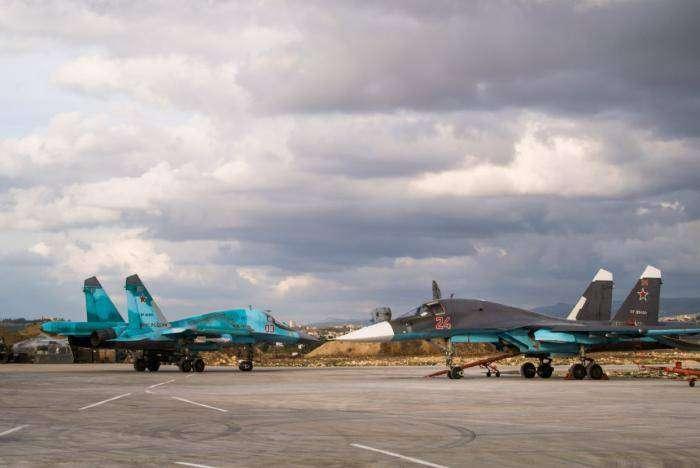 Авиационная база российских ВВС в Сирии (16 фото)