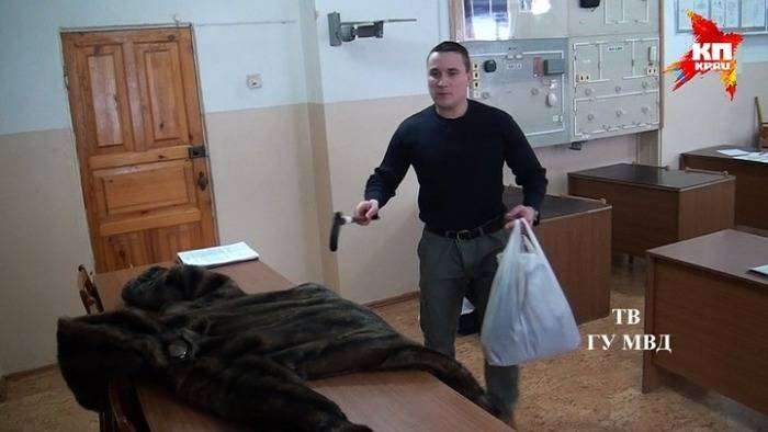 В Ревде полицейский переоделся в старушку (5 фото)