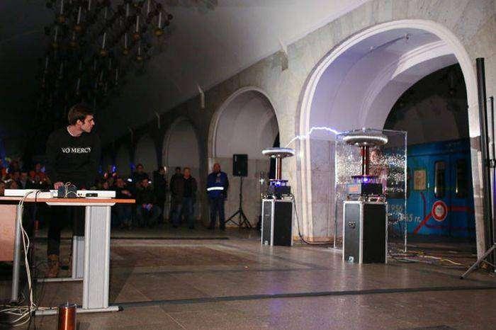 В московском метро прошел вечер памяти Николы Теслы (4 фото)