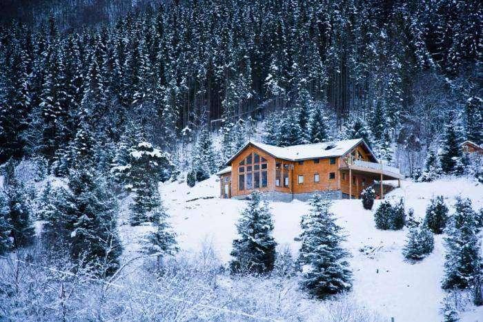 10 домов, идеально подходящих для холодной зимы (10 фото)