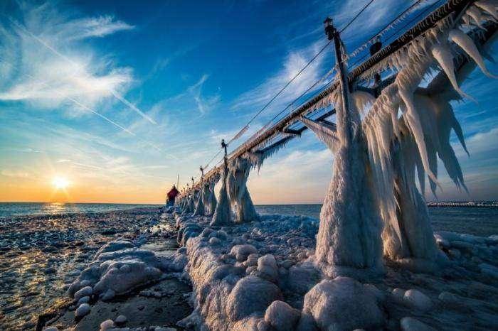 Замерзшие маяки на озере Мичиган (7 фото)