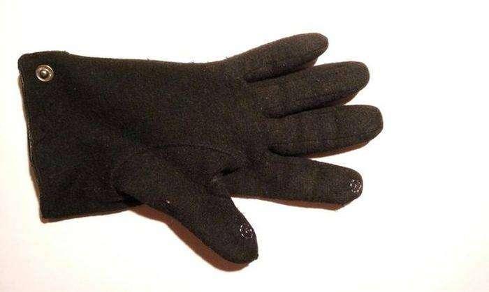 Как сделать перчатки пригодными для работы со смартфоном (3 фото)