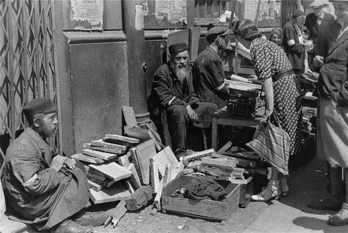 Запретные фотографии: варшавское гетто летом 1941 года (32 фото)