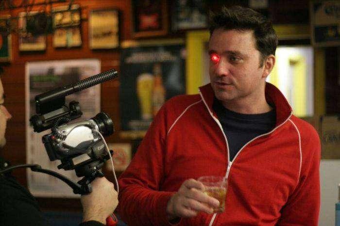 Режиссер Роб Спенс вставил камеру вместо глаза (9 фото)