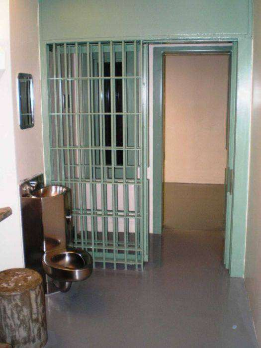 Мексиканскому наркобарону подготовили камеру в тюрьме Колорадо (12 фото)