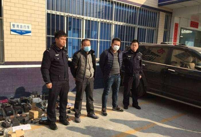 Полиция повязала высокотехнологичную банду (8 фото)