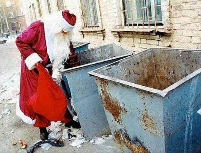 А Дедушка Мороз уже готовит подарки к следующему Новому году.