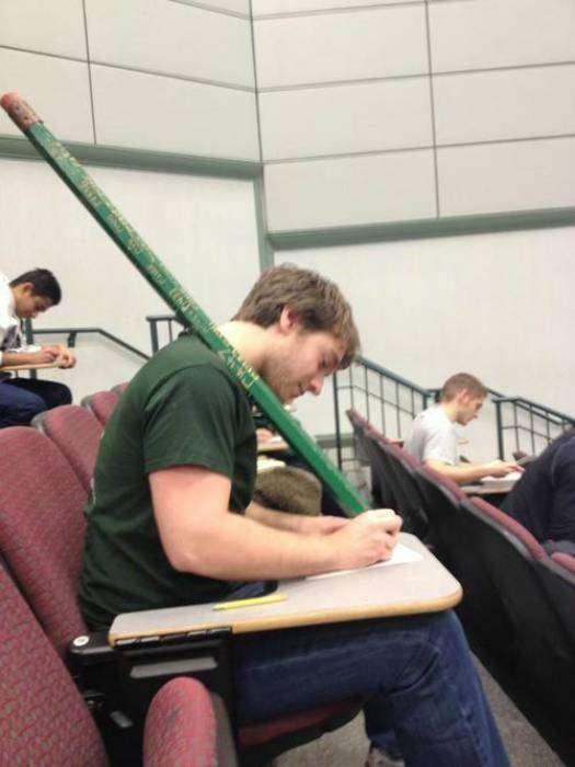 Идеальный карандаш: можно писать или отбиваться от хулиганов.