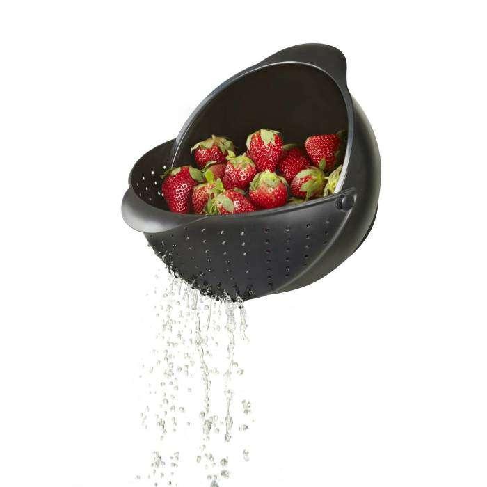 Удобная миска-дуршлаг для фруктов и ягод.