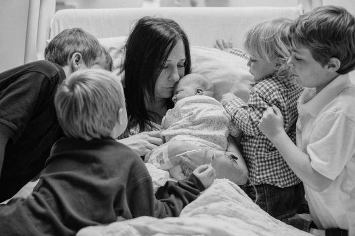 Трогательные моменты встречи детей со своими новорожденными братьями и сёстрами