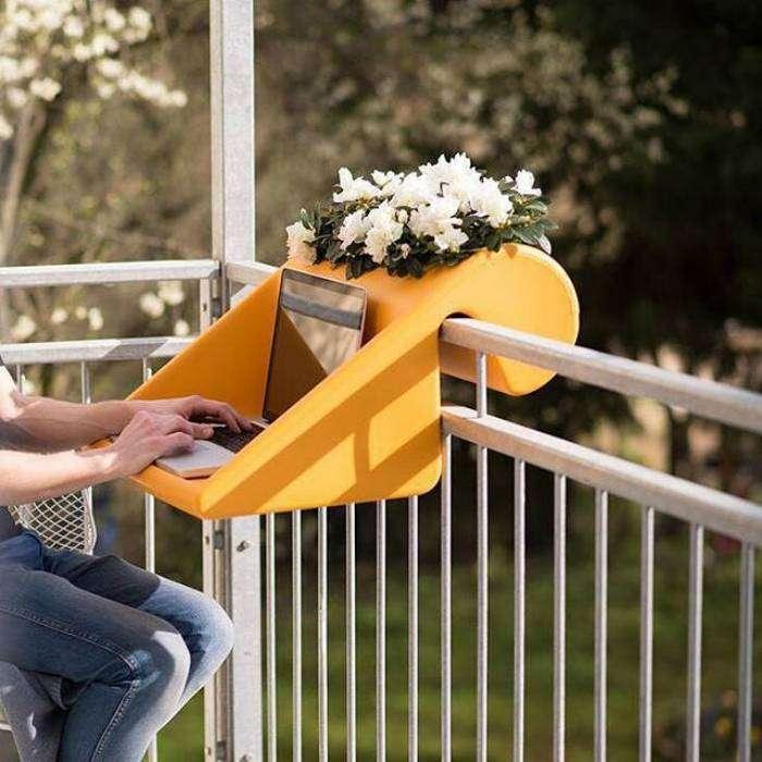 2 в 1: цветочный горшок и небольшой столик для работы на свежем воздухе.