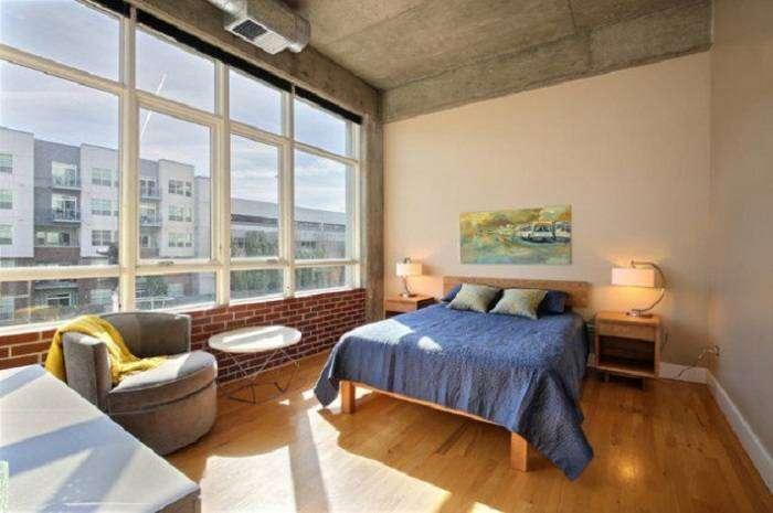 Промышленный дизайн интерьера спальни хорошее решение для изменения обстановки в доме.