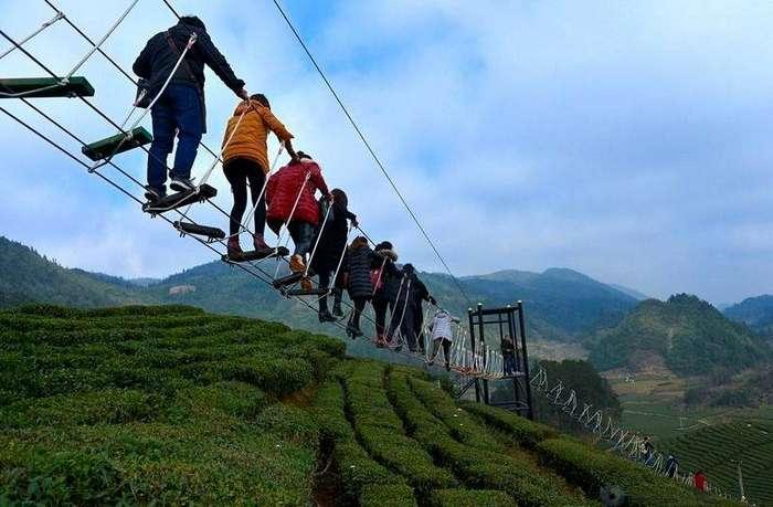 Канатная дорога для смелых в китайском парке дорога, канат