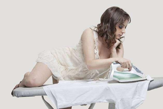 Фото 1 - Как гладить одежду не прибегая к помощи женщины и утюга