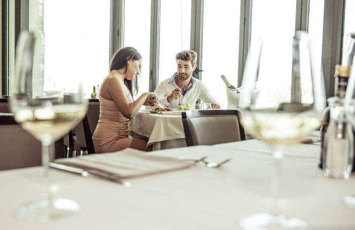 Еда: ходите на ланч в дорогой ресторан