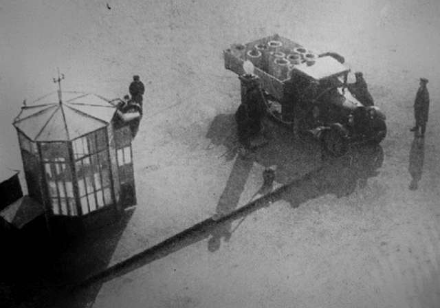 25 редких фотографий, рассказывающих реальную историю XX века (25 фото)