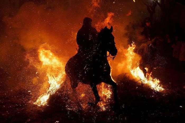 Огненный фестиваль - Сан-Бартоломе-де-Пинарес, Испания