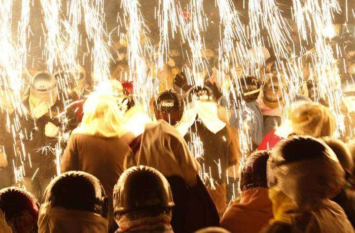 Фестиваль небесных фонариков и салютов – Тайнан, Тайвань