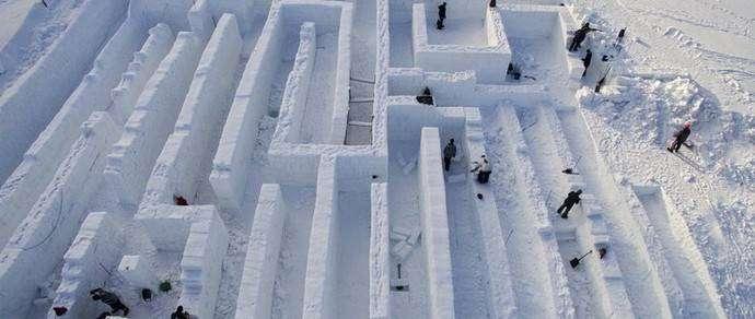 Фотофакт: в Закопане строят снежный лабиринт, который может побить рекорд Гиннесса