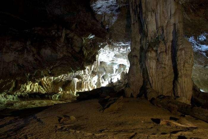 Неизведанные пещеры.