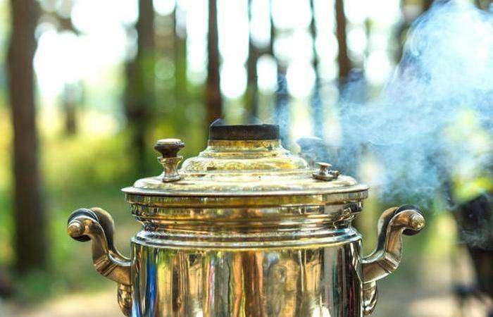 Чай традиционно подаётся с выпечкой.