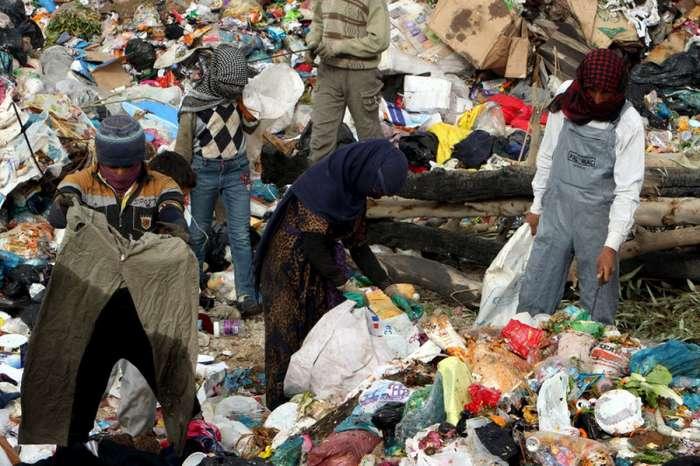 Сборщики мусора в Ираке (12 фото)