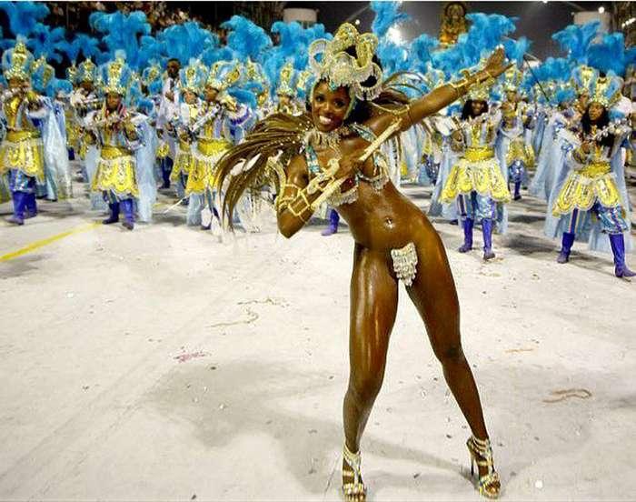 Знойные бразильянки на карнавале в Рио-де-Жанейро (21 фото)