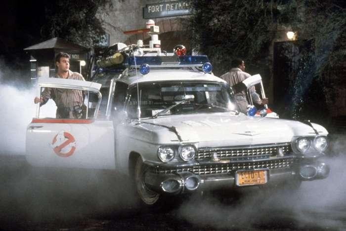 18 самых запоминающихся автомобилей из мира кино (18 фото)