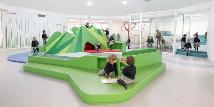 Детский сад 21-го века в Испании, который полон гор, пещер и шахмат (13 фото)
