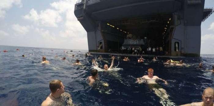 21 фотография того, как американские матросы и морпехи отдыхают в открытом море (22 фото)