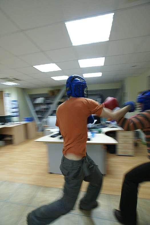 Кто как сходит с ума в офисе (40 фото)
