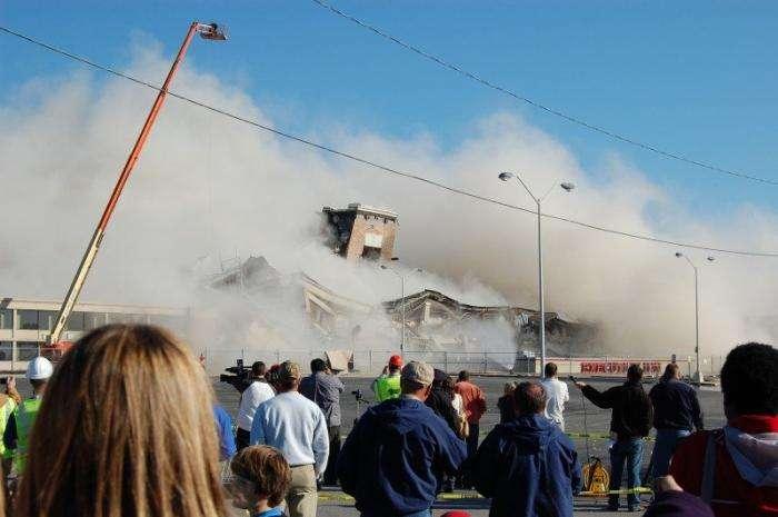 Снос здания (9 фото)