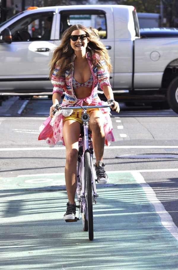 Девушка и велосипед (8 фото)