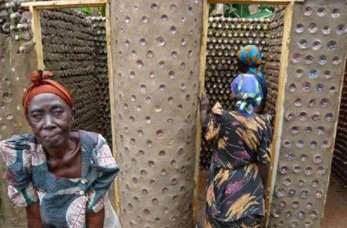 В Нигерии начали строить дома из пластиковых бутылок (7 фото)