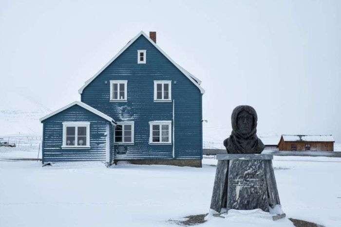 Как живется ученым в самом северном поселке планеты (12 фото)