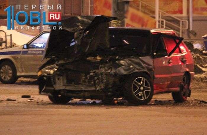 В Челябинске ВАЗ врезался в Rolls-Royce Phantom (6 фото)