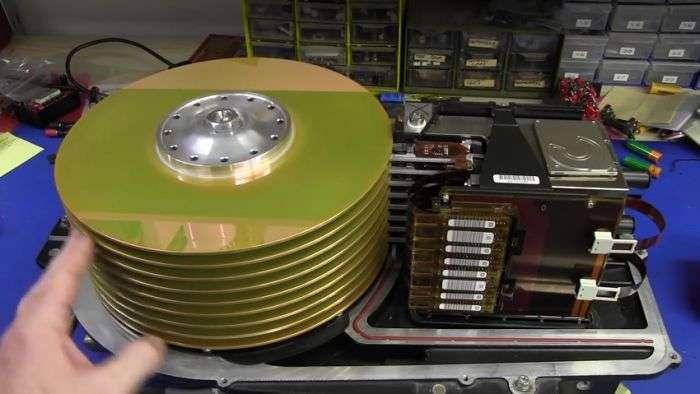 Древний 36-килограммовый жесткий диск большого объема (16 фото)