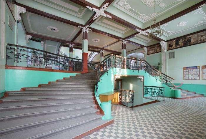 Необычная школа, построенная в 1908 году (20 фото)