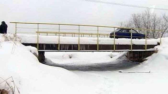 Предприниматели отремонтировали мост своими силами (4 фото)