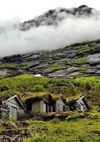 Деревушка в Норвегии возле горы Иннердален (7 фото)