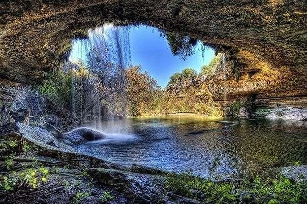 Озеро Hamilton Pool в США (9 фото)