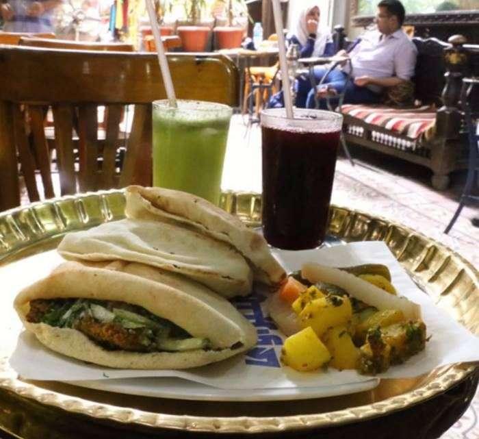 Еда, алкоголь и закуска стоимостью в 1 доллар из разных стран (10 фото)