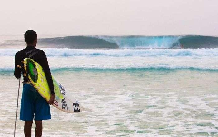 Незрячий парень стал профессиональным серфером (9 фото)