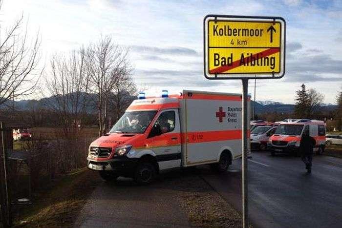 В Германии столкнулись два пассажирских поезда (5 фото)