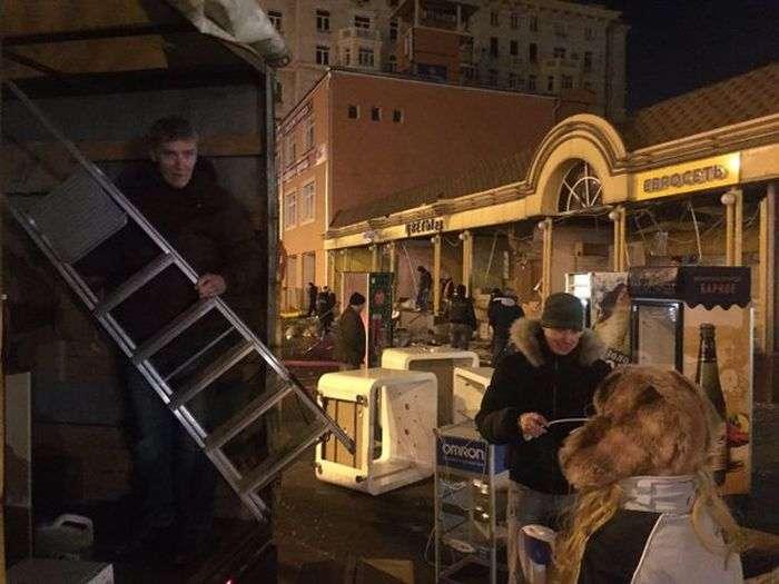 Снос ларьков в Москве начался ! (30 фото)