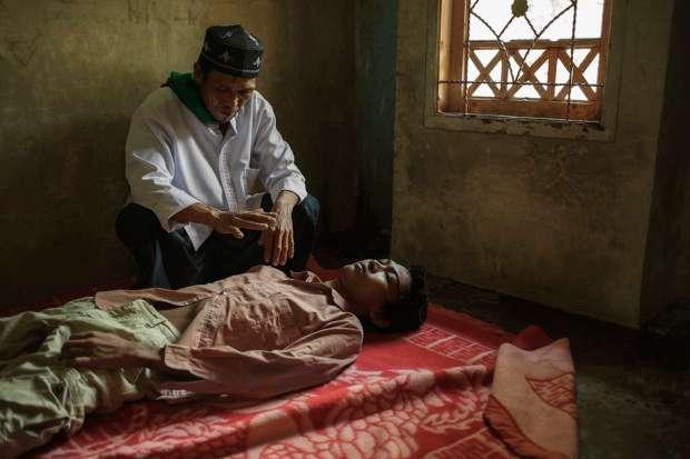 Главные отличия настоящих врачей от «целителей» (6 фото)