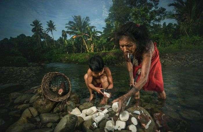 Ментавайцы - коренной народ Индонезии (22 фото)