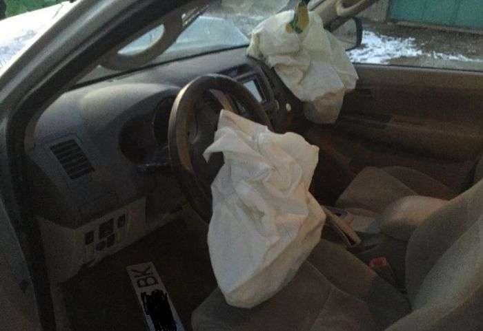 В Симферополе автомойщики попали в ДТП на машине клиента (3 фото)